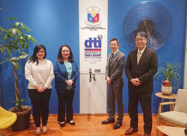 フイリピン大使館でセミナーの打ち合わせ